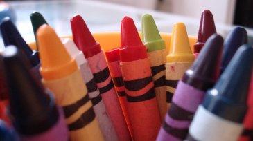 crayons_wide-c7d80d6a34920647b09372a7137fc9df1910e007-s900-c85